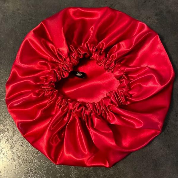 bonnet de nuit en satin rouge