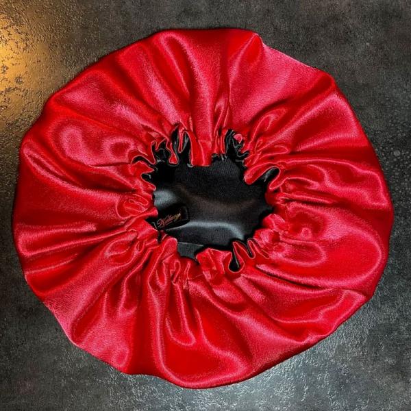Bonnet de nuit noir et rouge